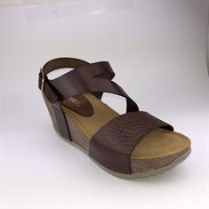 aba8e5fbd2c0 Amust   marta sandal   cognac