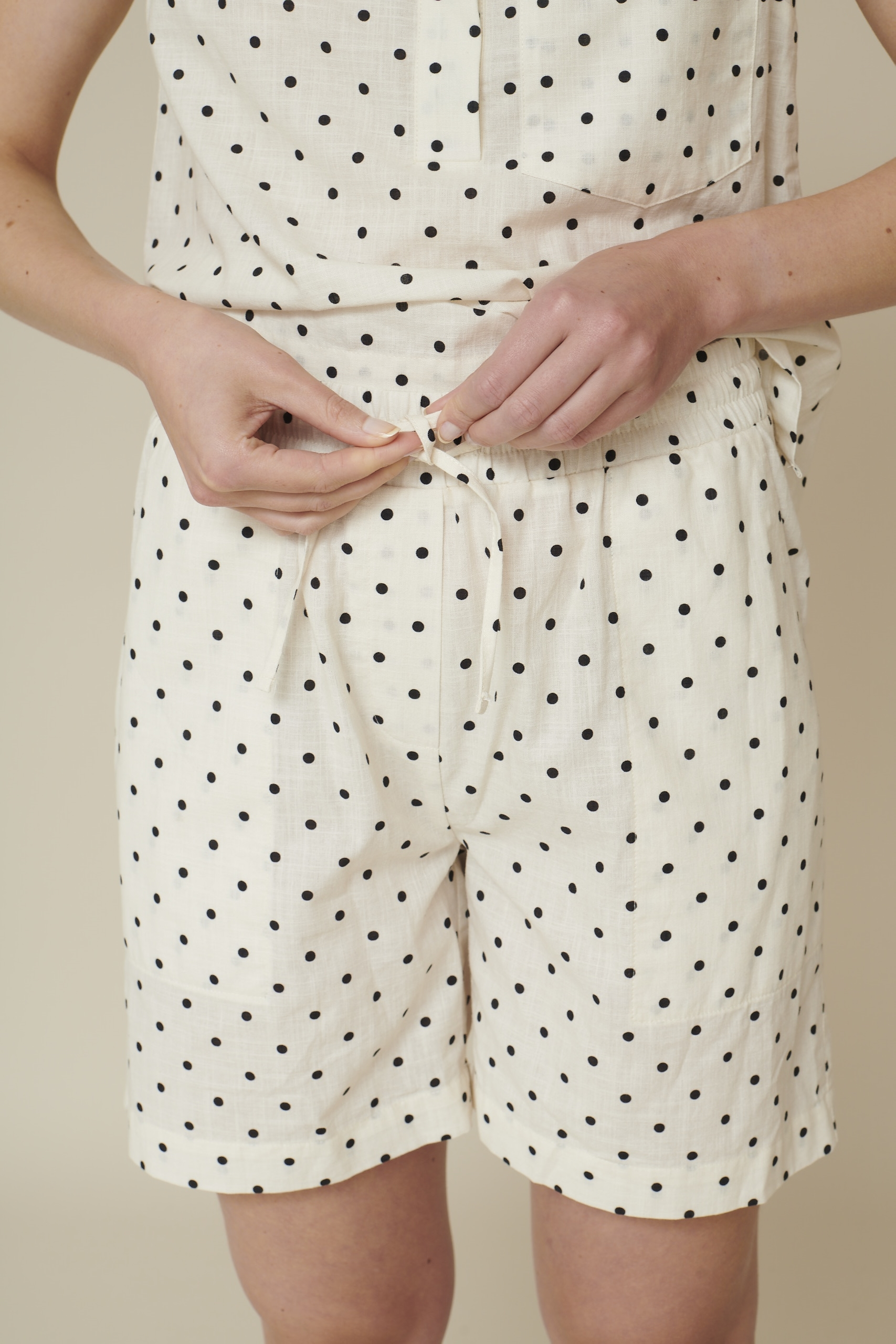 Basic Apparel Vicki Shorts Dot Off white/black